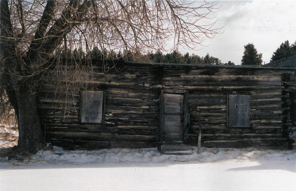 Traditional log home - between Oglala and Pine Ridge village